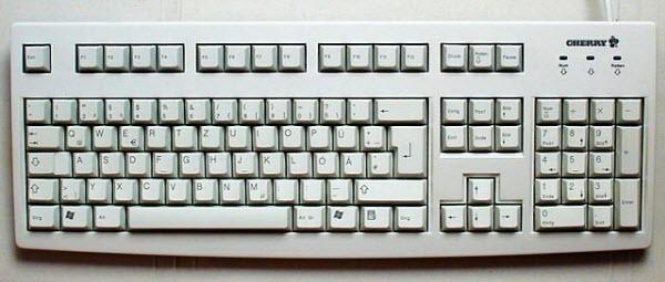 Keyboard biasa untuk komputer desktop
