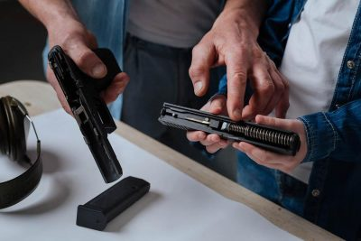 Contoh energi potensial pistol dengan pegas