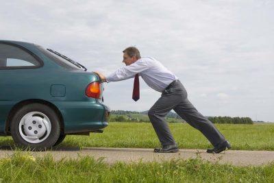 Contoh hukum kedua Newton seperti ketika Anda mendorong mobil yang tidak bergerak